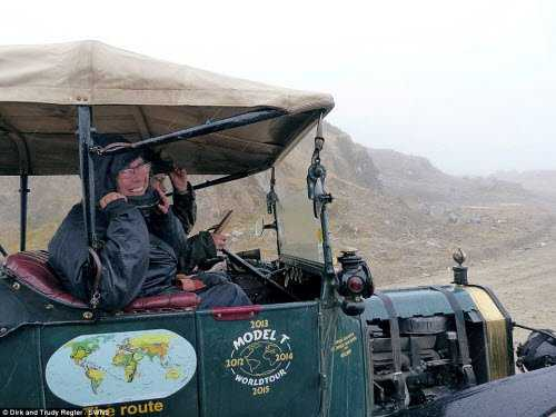 Năm 2012, họ di chuyển qua châu Phi với quãng đường hơn 24.000 km trong thời gian 6 tháng.