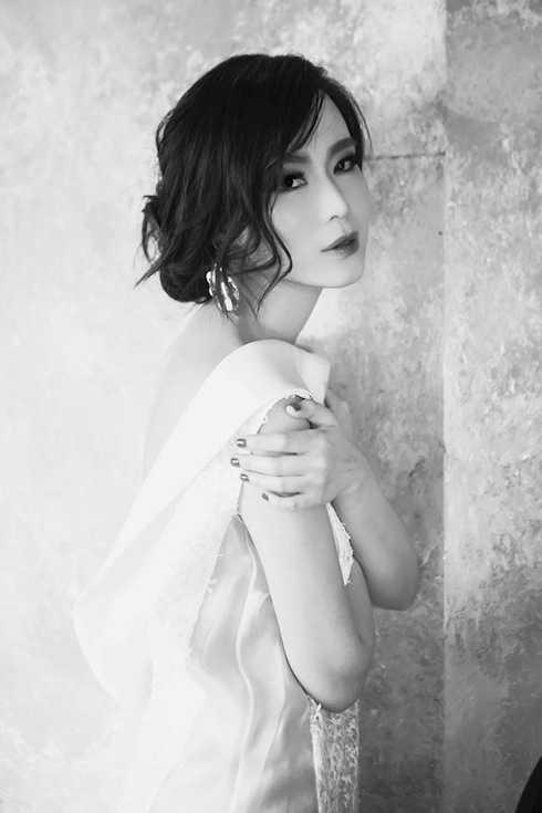Trong những bức ảnh gần đây, Hoa hậu Thu Thuỷ khiến nhiều người không nhận ra với vẻ trẻ trung, sắc nét.