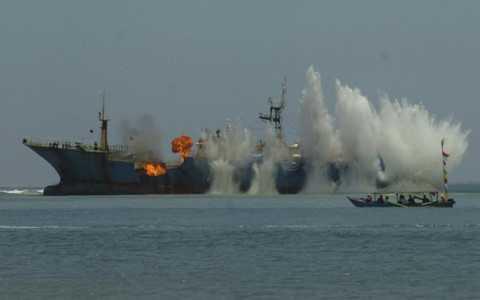 Một tàu cá nước ngoài bị Indonesia đánh chìm do đánh bắt cá trái phép