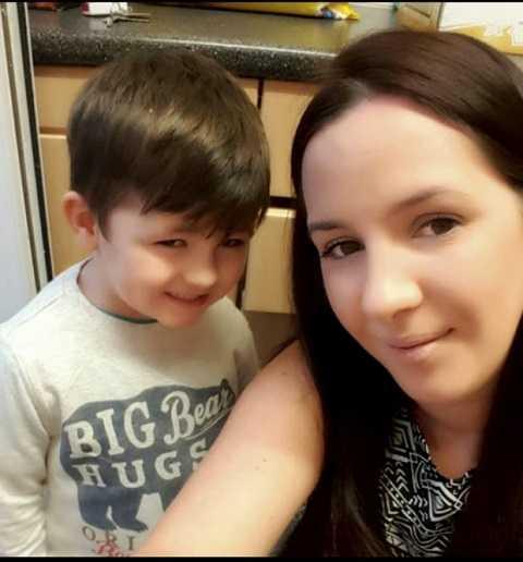 Lucy và con trai Jonph hoảng sợ khi điện thoại nổ