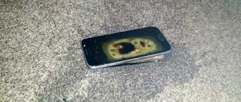 Không nên sạc điện thoại qua đêm vì rất nguy hiểm