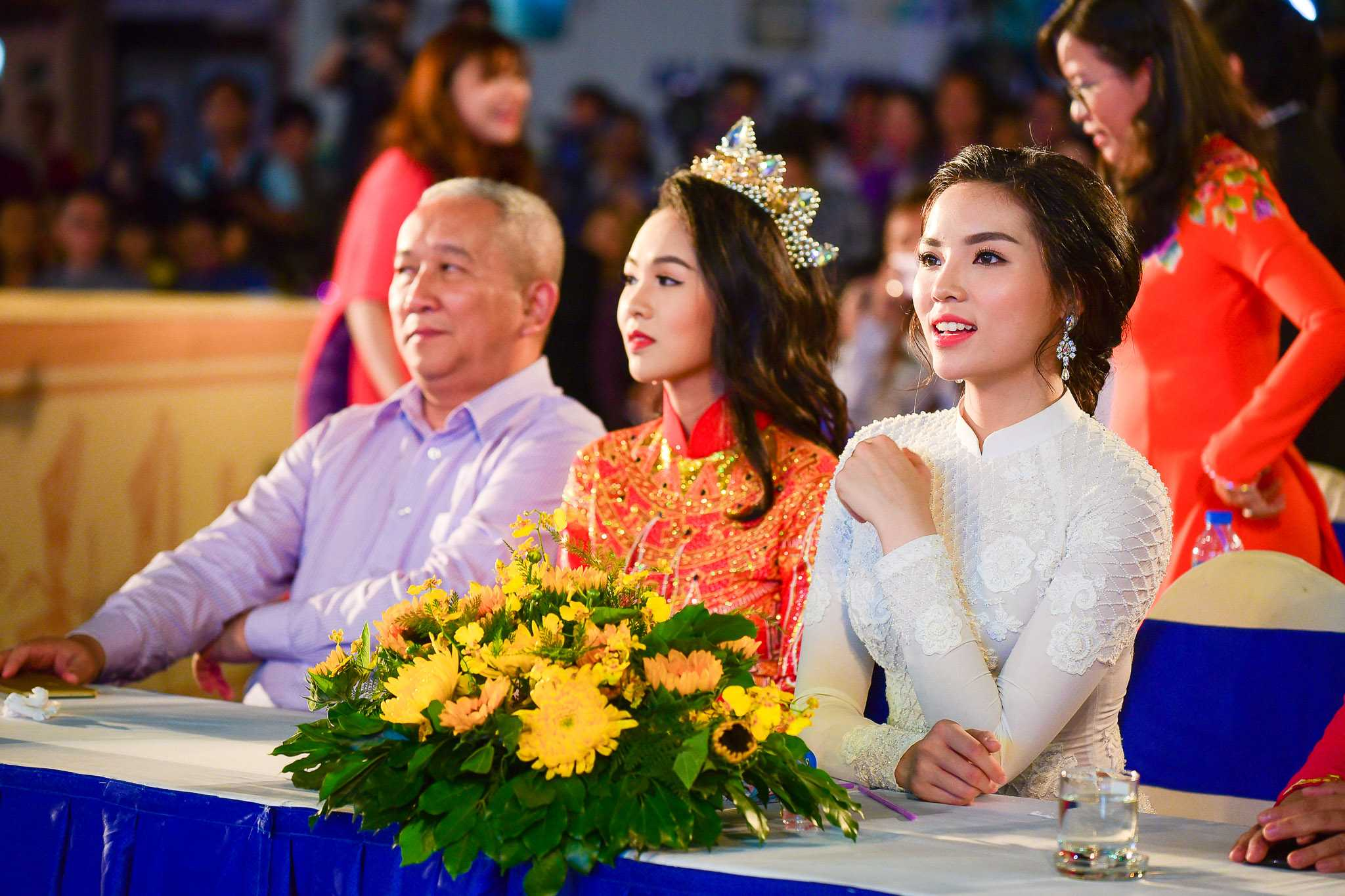Hoa hậu Kỳ Duyên khoe vẻ đẹp rạng rỡ