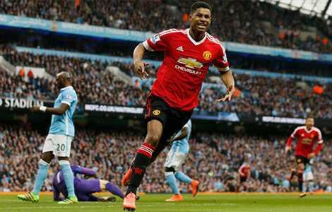 Rashford ghi bàn trong trận derby Manchester đầu tiên của anh