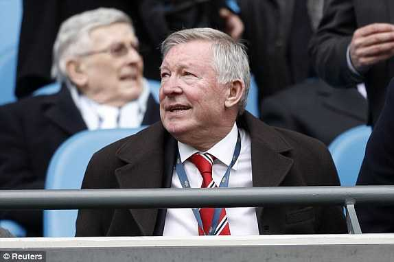 Trên khán đài, Sir Alex Ferguson hẳn hài lòng với 3 điểm quan trọng