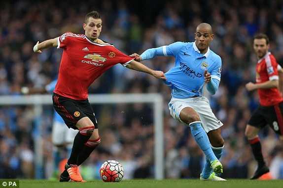 Man Utd kéo Man City lại gần trong cuộc đua top 4