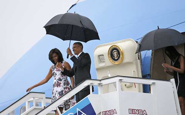 Gia đình ông Obama đến Cuba