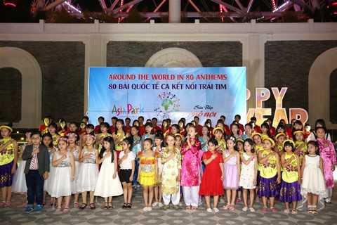 Carpi Pertti cùng các em nhỏ làng SOS hát vang bài Tiến quân ca- giai điệu thiêng liêng tự hào của người Việt Nam