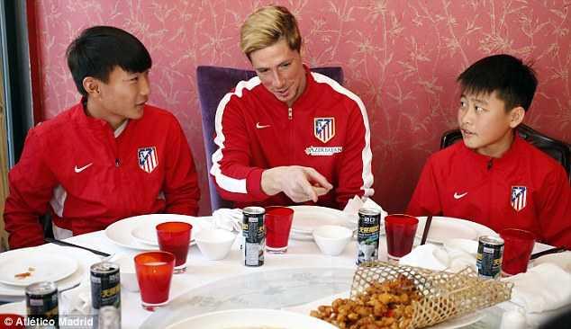 Torres giao lưu với học sinh Trung Quốc