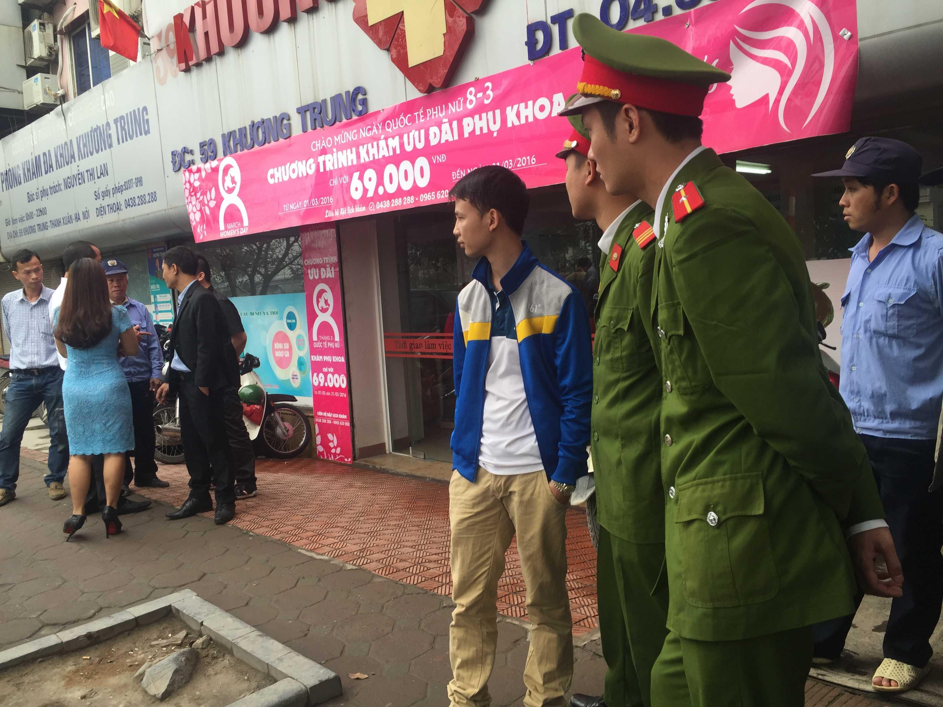 Công an phường Khương Trung có mặt tại nơi xảy ra vụ việc