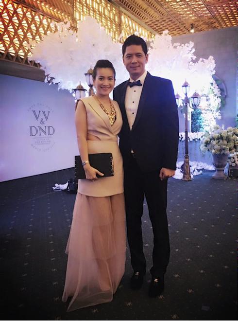 Bình Minh và bà xã tại tiệc cưới Victor Vũ – Đinh Ngọc Diệp.
