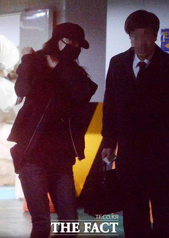 Nữ ca sĩ có mặt tại văn phòng công tố viên Seoul vào rạng sáng ngày 16.3