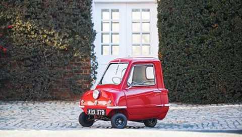Chiếc Peel P50 1964 có chiều dài chỉ 134   cm, rộng 99 cm và cao 100 cm. Năm 1964, xe có giá bán 288 USD. Sau hơn   50 năm, nó được bán đấu giá thành công tại Florida (Mỹ) với 176.000 USD   (tương đương gần 4 tỷ đồng).