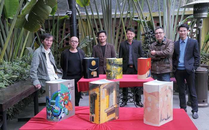 Các họa sĩ bên cạnh 6 cuốn từ điển độc nhất vô nhị