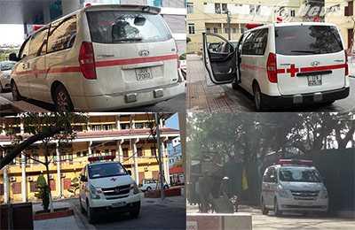 Những chiếc xe cấp cứu mang biển trắng, không có logo phòng khám hay doanh nghiệp vận tải nào thản nhiên đậu chờ đón khách trong khuôn viên Bệnh viện Đa khoa Thái Bình. Ảnh H.H