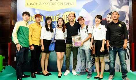 Lee Nguyễn giao lưu với người hâm mộ khi trở về Việt Nam năm 2015