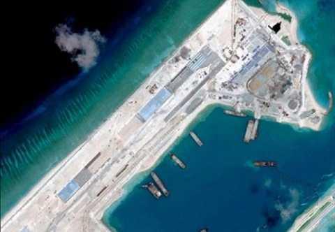 Đảo nhân tạo Trung Quốc xây trái phép trên Đá Chữ Thập thuộc quần đảo Trường Sa của Việt Nam. Ảnh: Reuters