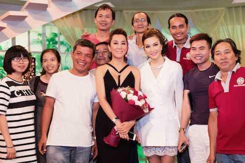 MC Thanh Mai cũng bày tỏ lòng mến mộ với sự duyên dáng, nhân văn của MC Kỳ Duyên.