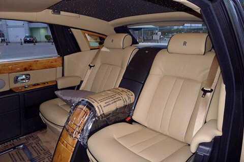 Ngoài ra, còn có Rolls-Royce Phantom Lửa thiêng trong bộ sưu tập Đông Sơn với giá bán đồn đại 51 tỷ đồng.