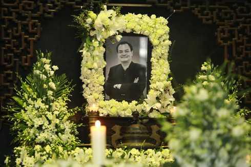 8h ngày 22/3, tang lễ nhạc sĩ Thanh Tùng chính thức bắt đầu. Rất nhiều đồng nghiệp, bạn bè thân thiết tới tiễn đưa ông về với đất mẹ