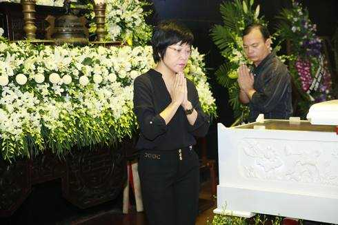 MC Thảo Vân đến tiễn đưa nhạc sĩ Thanh Tùng