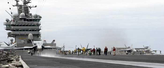 Chiến cơ F/A 18 xuất kích trên sàn tàu USS Harry S. Truman (CVN 75)