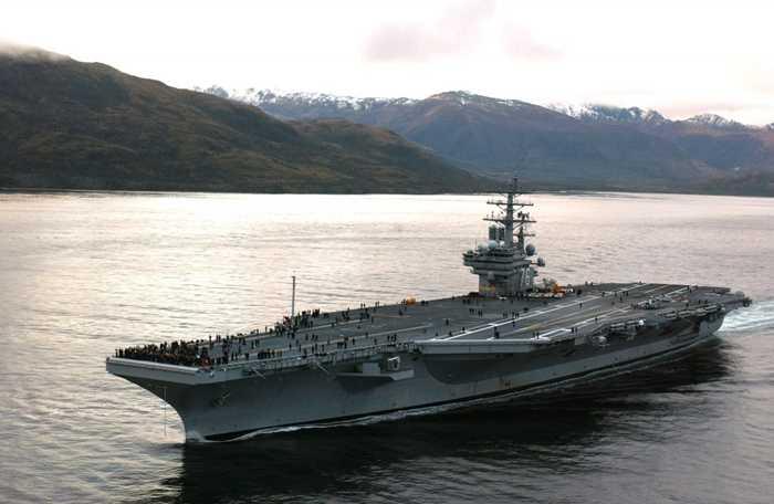 Tàu USS Ronald Reagan đi qua eo biển Magellan