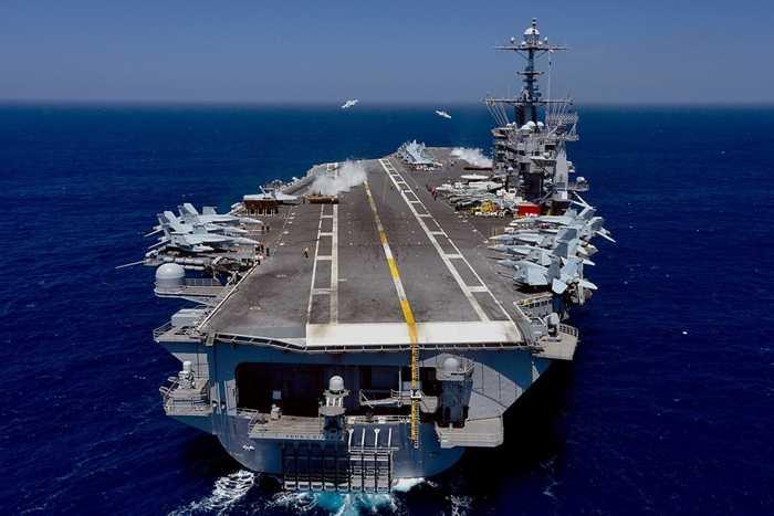 Các máy bay xuất kích từ tàu USS John C. Stennis