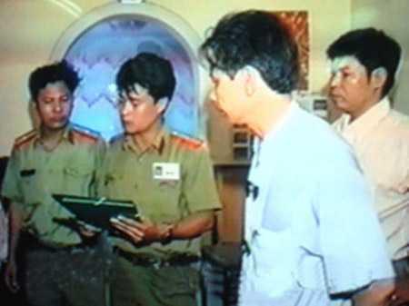 Cảnh sát khám giữ nhà ông trùm giang hồ Khánh Trắng.