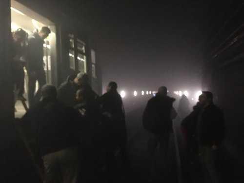 Hành khách trên tàu điện ngầm rút ra ngoài sau các vụ nổ