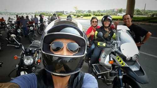 Các thành viên trong đội biker lên kế hoạch tiễn đưa thủ lĩnh của nhóm Bức Tường bằng motor