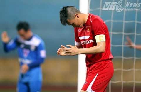 Công Vinh ăn mừng bàn thắng vào lưới Than Quảng Ninh (Ảnh: Quang Minh)