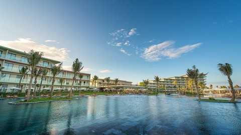 Kiến trúc hình cánh cung độc đáo của FLC Luxury Hotel Sầm Sơn