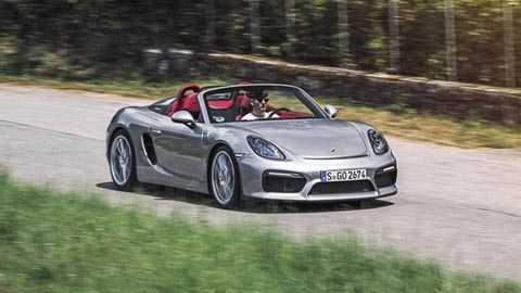 Porsche Boxster Spyder với các thông số   cơ bản: Giá bán 60.459 bảng Anh, công suất cực đại 375bhp, mô men xoắn   tối đa 309lb ft, tăng tốc từ 0-62mph (96km/h) trong 4,5 giây, tốc độ tối   đa cho phép 180mph (290km/h), tiêu hao nhiên liệu 28,5mpg, xả khí thải   230g/km CO2. Top Gear ví von rằng: Thật khó tìm ra cách để những chiếc   Boxster của Porsche trở nên tốt hơn.