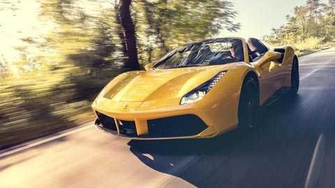 Ferrari 488 Spider với các thông số cơ   bản: giá bán 204.391 bảng Anh, công suất cực đại 670bhp, mô men xoắn tối   đa 560lb ft, tăng tốc từ 0-62mph (96km/h) trong 3.0 giây, tốc độ tối đa   cho phép 202mph (325km/h), tiêu hao nhiên liệu 24,8mpg, xả khí thải   260g/km CO2. Theo Top Gear, đây là một trong những siêu xe mui trần gây   nhiều cảm hứng nhất mọi thời đại.