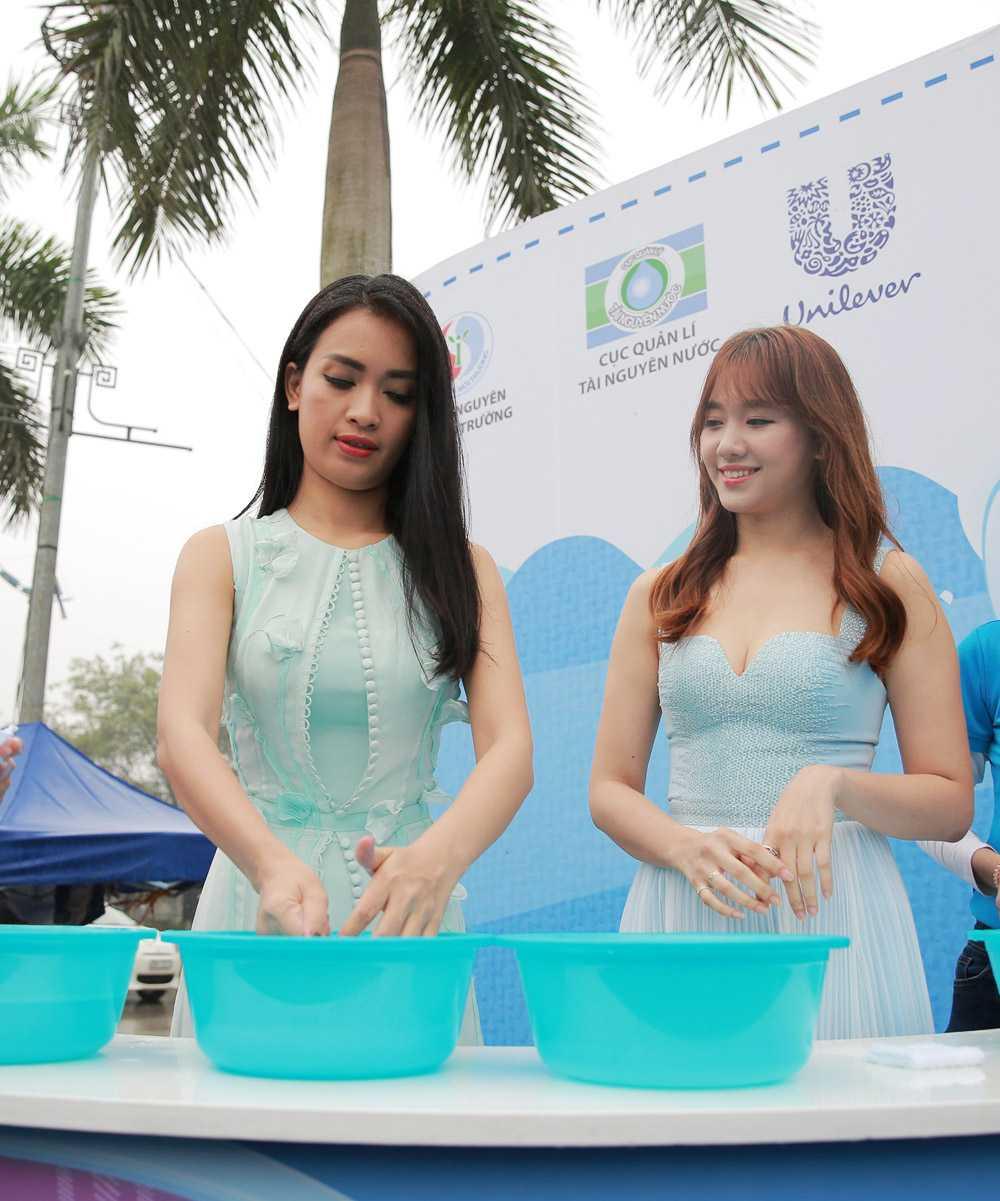 Sự xuất hiện của Hari Won và Ái Phương trong chương trình này khiến người dân