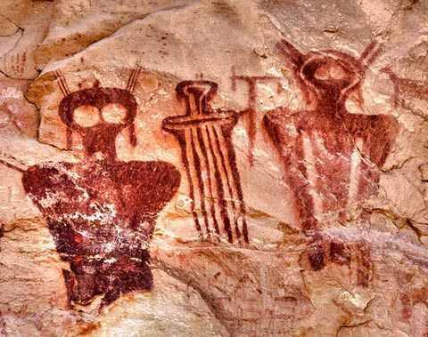 những hình ảnh này đã được người Mỹ bản địa thời cổ đại khắc từ 8.000 năm trước.