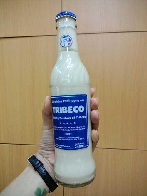 Chai sữa đậu nành nhãn Tribeco nổi váng, đóng cục dù còn hạn sử dụng