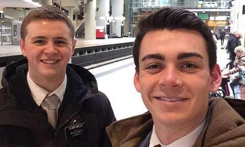 Mason Wells (trái) là người đã may mắn sống sót trong 3 cuộc khủng bố