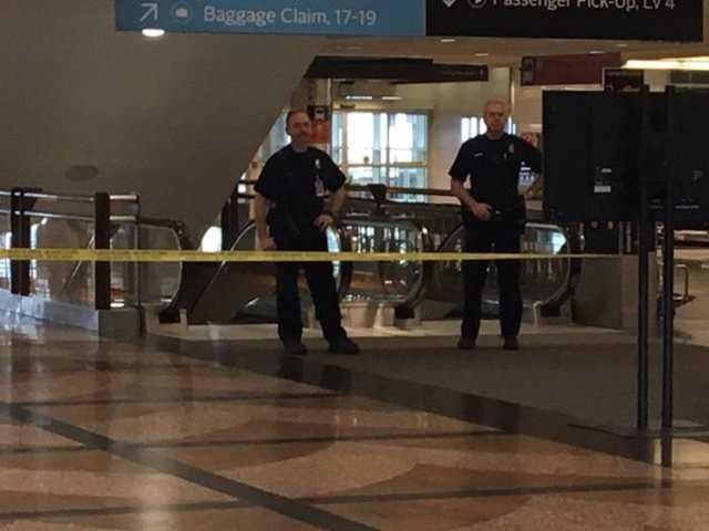Cảnh sát phong tỏa khu vực phía tây sân bay Denver vì nguy cơ khủng bố