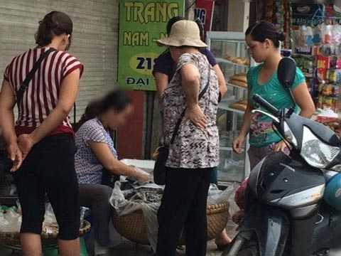 Bán xôi vỉa hè ở Hà Nội chẳng mất tiền thuê chỗ, thu nhập cỡ 15 - 17 triệu đồng.