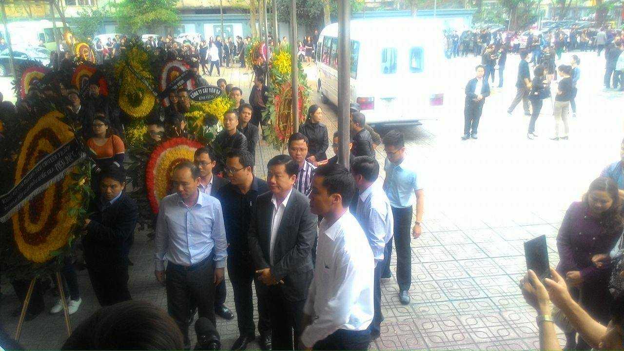 Trong đoàn viếng Trần Lập có mặt Bí thư Thành ủy TP.HCM Đinh La Thăng.
