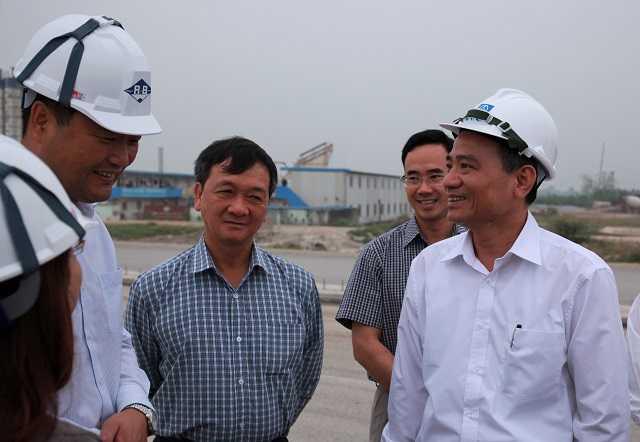 Theo ông Đào Văn Chiến, Chủ tịch HĐQT Vidifi (Người đứng thứ 3, từ phải sang): Đợt tăng phí lần này là bất khả kháng. Nếu không tăng phí doanh nghiệp sẽ lâm nguy. (Ảnh minh họa internet)
