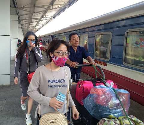 Hành khách đi tàu tại ga Sài Gòn sẽ được trung chuyển bằng phương tiện khác đến Đồng Nai, tránh khu vực cầu Ghềnh bị sập.
