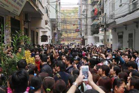 Trước khi về nằm lại Nghĩa trang công viên Thiên Đức, Phú Thọ, thi hài Trần Lập được đưa về nhà riêng lần cuối.