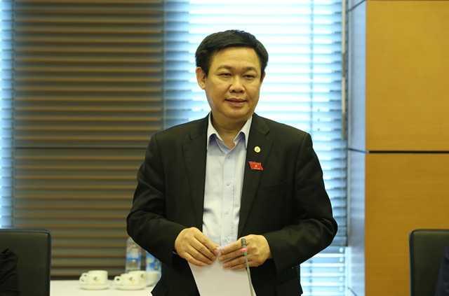 Ủy viên Bộ Chính trị Vương Đình Huệ trong buổi thảo luận tổ sáng nay