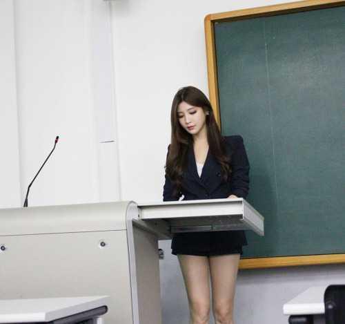 Vẫn chưa có thông tin chính xác về ngành học hay lớp học màPark Hyun   Seo đã đứng lớp nhưng rất nhiều người đã bày tỏ ước mong được nữ giảng   viên nóng bỏng này dạy học.