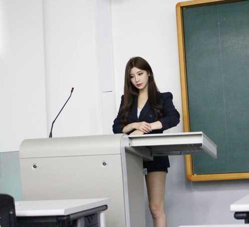 Thêm vào đó, những hình ảnh đời thường trước đây củaPark Hyun Seo cũng   được cư dân mạng truyền tay nhau, cho thấy vẻ đẹp bốc lửa của cô bạn.