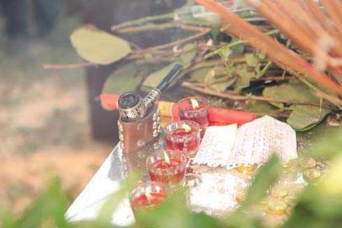Những di vật quen thuộc với Trần Lập khi còn sống được gia đình mang theo cho anh về nơi yên nghỉ cuối cùng ở Phú Thọ.