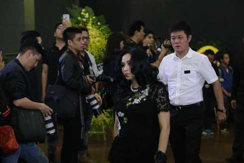 Diva Thanh Lam lặng lẽ trong tang lễ rocker Trần Lập