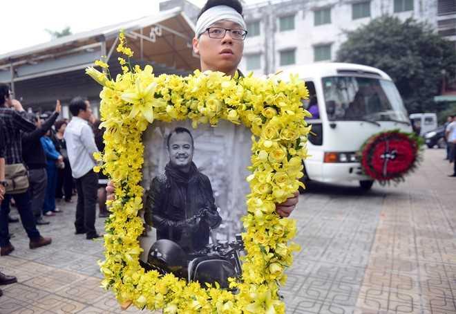 Giờ phút di quan, chuẩn bị đưa Trần Lập về qua nhà, trước khi để anh an nghỉ tại Phú Thọ.